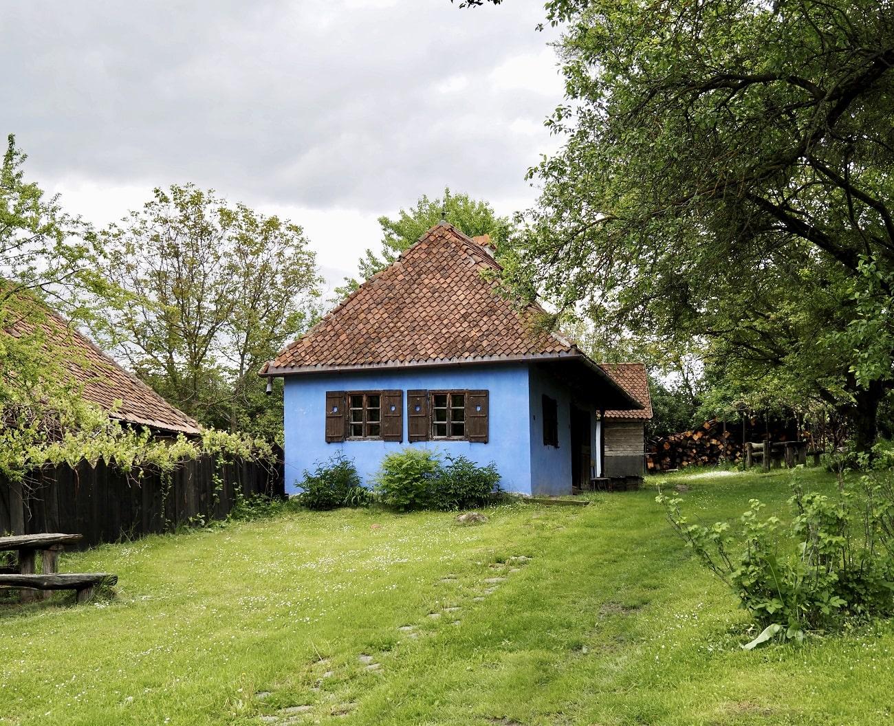Count Kálnoky's Guesthouses in Micloșoara