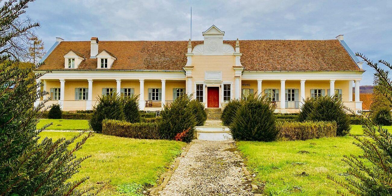 Apafi Manor